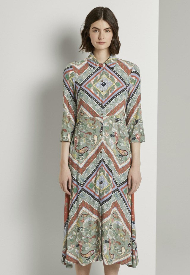 Paitamekko - patchwork paisley print