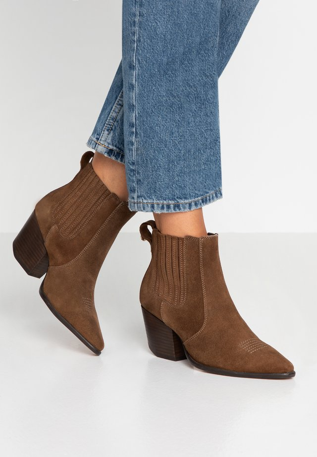 THE EDIT CHUNKY CHELSEA - Ankle boots - mocha brown