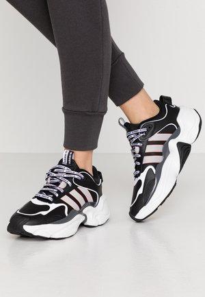 MAGMUR RUNNER - Sneakersy niskie - core black/grey two/glow pink