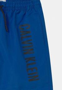 Calvin Klein Swimwear - MEDIUM DRAWSTRING - Swimming shorts - bobby blue - 2