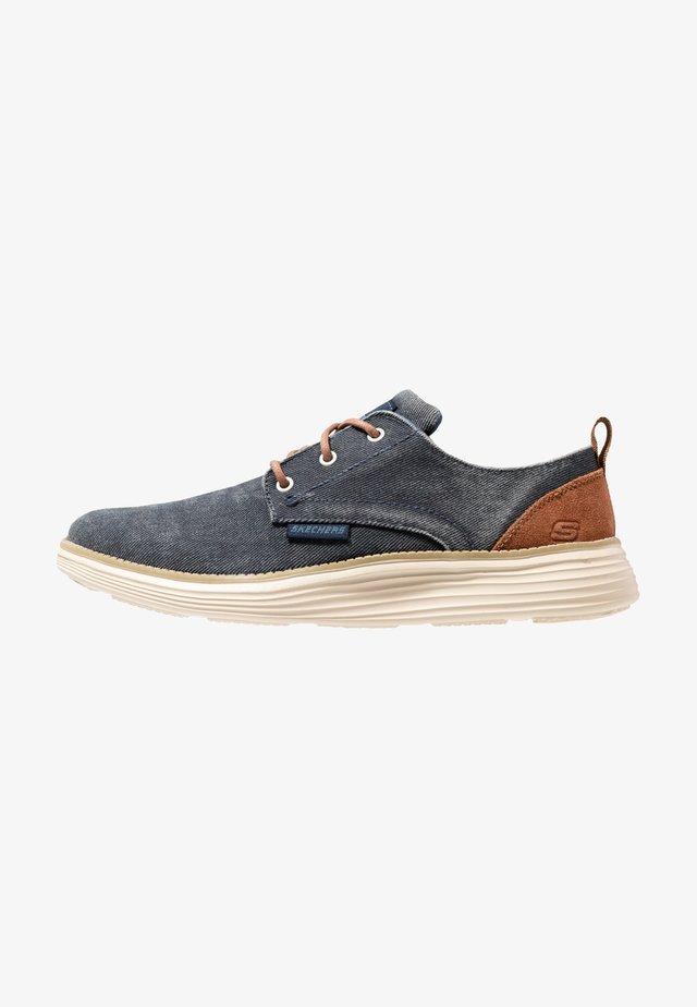 STATUS 2.0 PEXTON - Sznurowane obuwie sportowe - navy