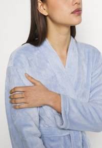 Marks & Spencer London - DRESSING GOWN AND COVER UPS - Dressing gown - light blue - 3