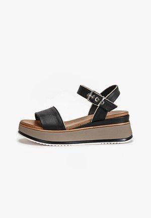 Sandały na koturnie - black blk