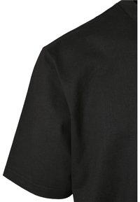 Urban Classics - HEAVY BOXY POCKET TEE - T-shirt - bas - black - 7