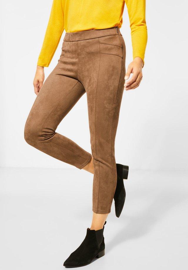 IN VELOURSOPTIK - Leggings - Trousers - braun