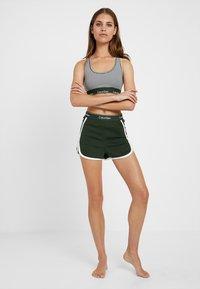 Calvin Klein Underwear - SLEEP SHORT - Nattøj bukser - duffel - 1