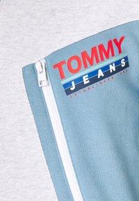 Tommy Jeans - COLORBLOCK ZIP MOCK NECK UNISEX - Sweatshirt - vintage denim/multi - 6