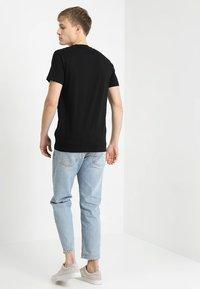 Mister Tee - ROSE TEE - T-shirt z nadrukiem - black - 2