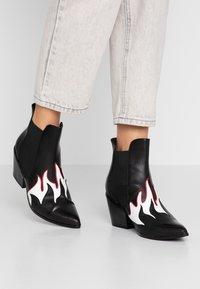 Vero Moda - VMJESS BOOT - Korte laarzen - black/white - 0