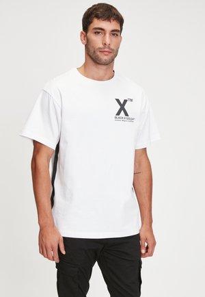 CHAINUS - Print T-shirt - white