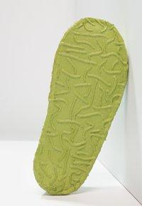 Nanga - KLETTE  - Slippers - limette - 5
