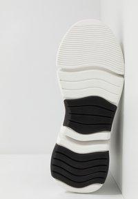KARL LAGERFELD - VENTURE - Sneakersy wysokie - black/white - 4