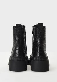 Inuovo - Platform ankle boots - black croco obl - 4