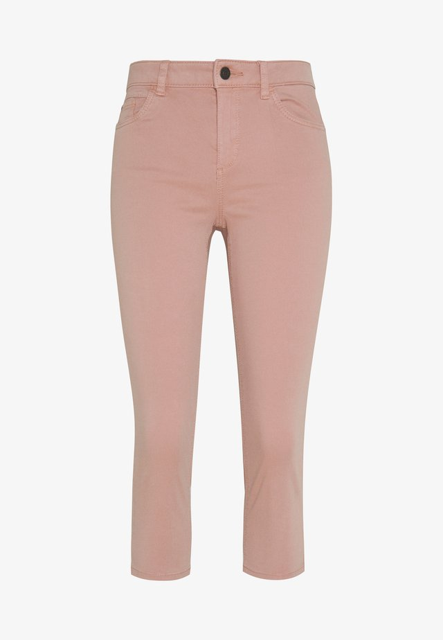 SLIM CAPRI - Shortsit - old pink