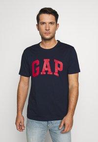 GAP - BASIC LOGO - Print T-shirt - tapestry navy - 0