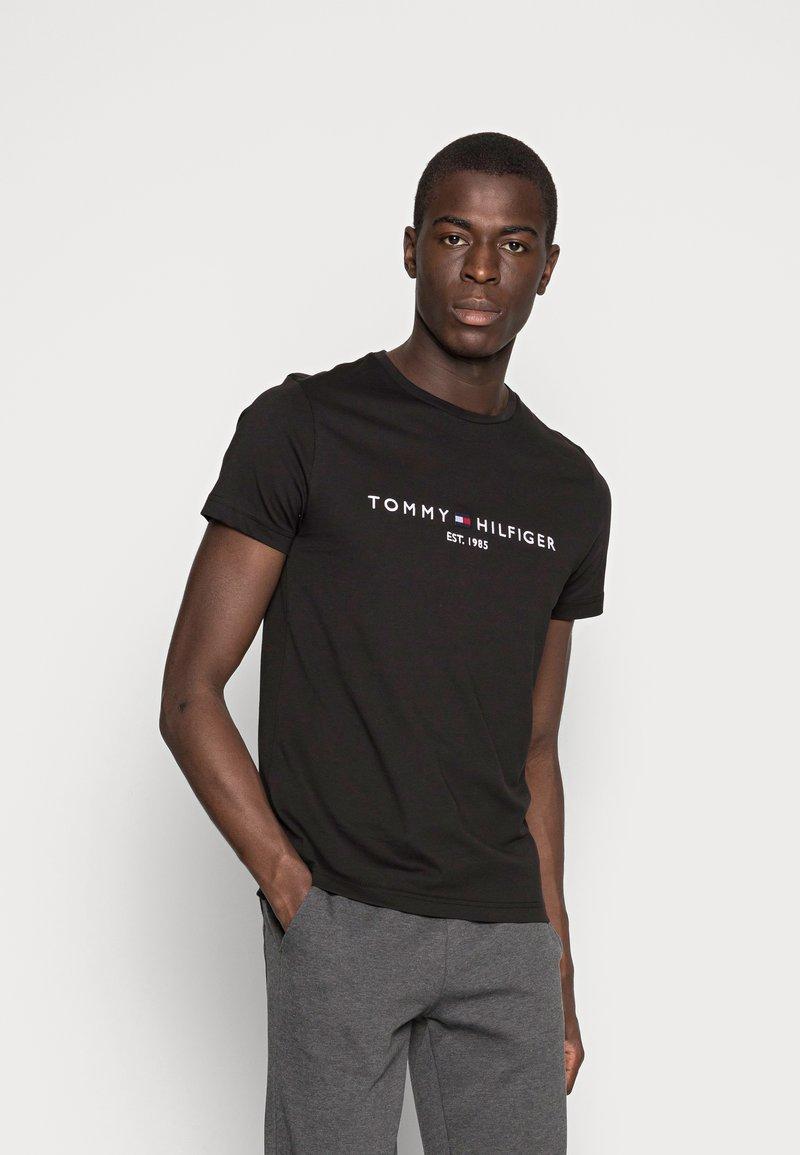 Tommy Hilfiger - LOGO TEE - Camiseta estampada - black