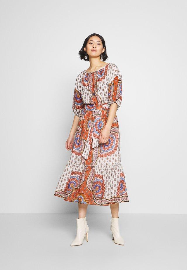 CABANON - Day dress - rust