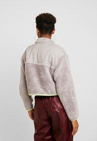 Nike Sportswear - CROP - Mikina - pumice/volt/desert sand - 2
