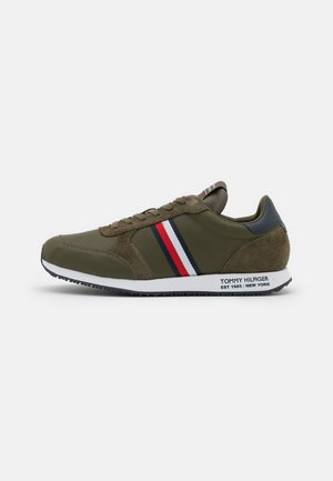 RUNNER STRIPES - Trainers - army green