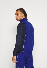 Lacoste Sport - TRACKSUIT - Tracksuit - cosmic/navy blue/white - 2