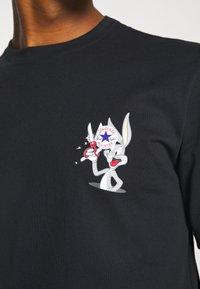 Converse - BUGS BUNNY FASHION TEE - Print T-shirt - black - 4