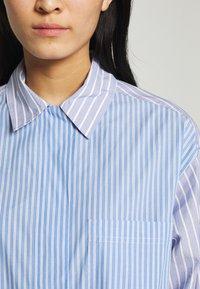 Second Female - EVELIN NEW DRESS - Robe chemise - brunnera blue - 4