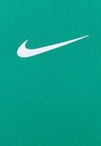 Nike Performance - BRA - Sujetadores deportivos con sujeción media - neptune green/white - 2