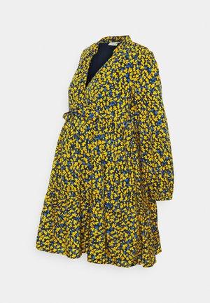 TIER DRESS - Kjole - yellow