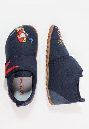 SERFAUS SLIM FIT - Domácí obuv - bleu foncé
