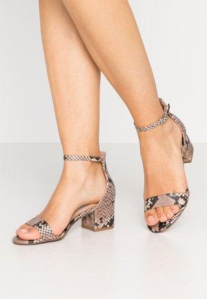IRENEE - Sandaalit nilkkaremmillä - blush