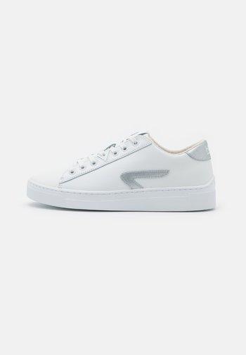 HOOK-Z - Trainers - white/metallic silver