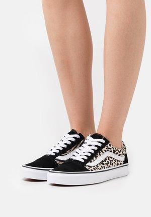 UA OLD SKOOL - Sneakers - multicolor/white