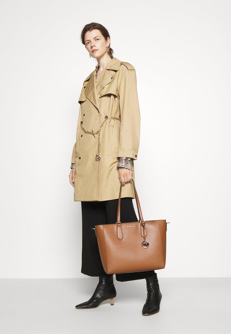 MICHAEL Michael Kors - KIMBERLY 3 IN 1 TOTE SET - Handbag - luggage