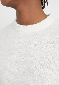 Filippa K - TOBIAS - Jumper - almond white - 6