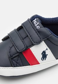Polo Ralph Lauren - OAKVIEW LAYETTE UNISEX - First shoes - navy/red - 5