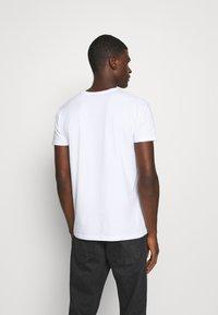 Glorious Gangsta - HATHIAN  - Print T-shirt - white - 2