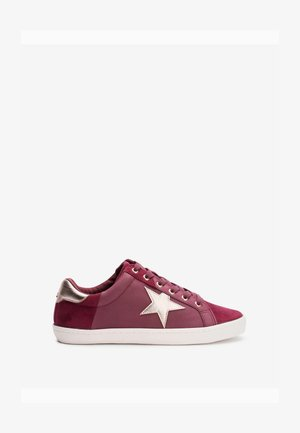 Sneakers - berry