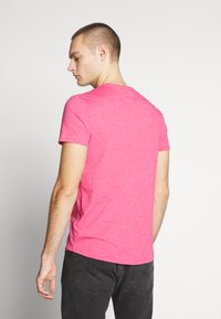 Tommy Jeans - ESSENTIAL JASPE TEE - Basic T-shirt - bright cerise pink - 2