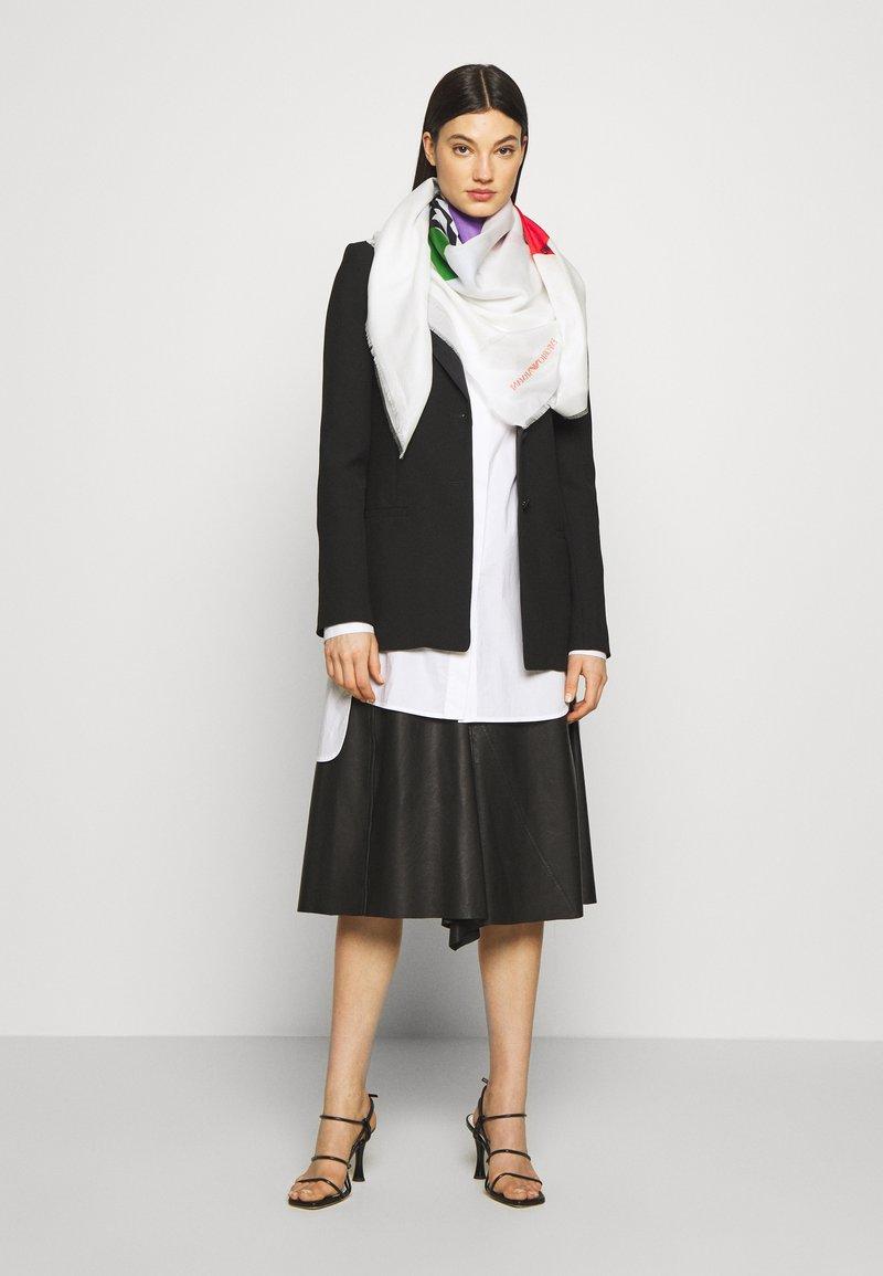 Emporio Armani - FOULARD GRAPHICS BLOCK - Šátek - white/multi