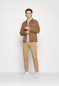 Cotton On - ESSENTIAL CREW - Sweatshirt - light grey marle - 1