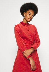 Nümph - NUMAURYA DRESS - Denní šaty - barn red - 3
