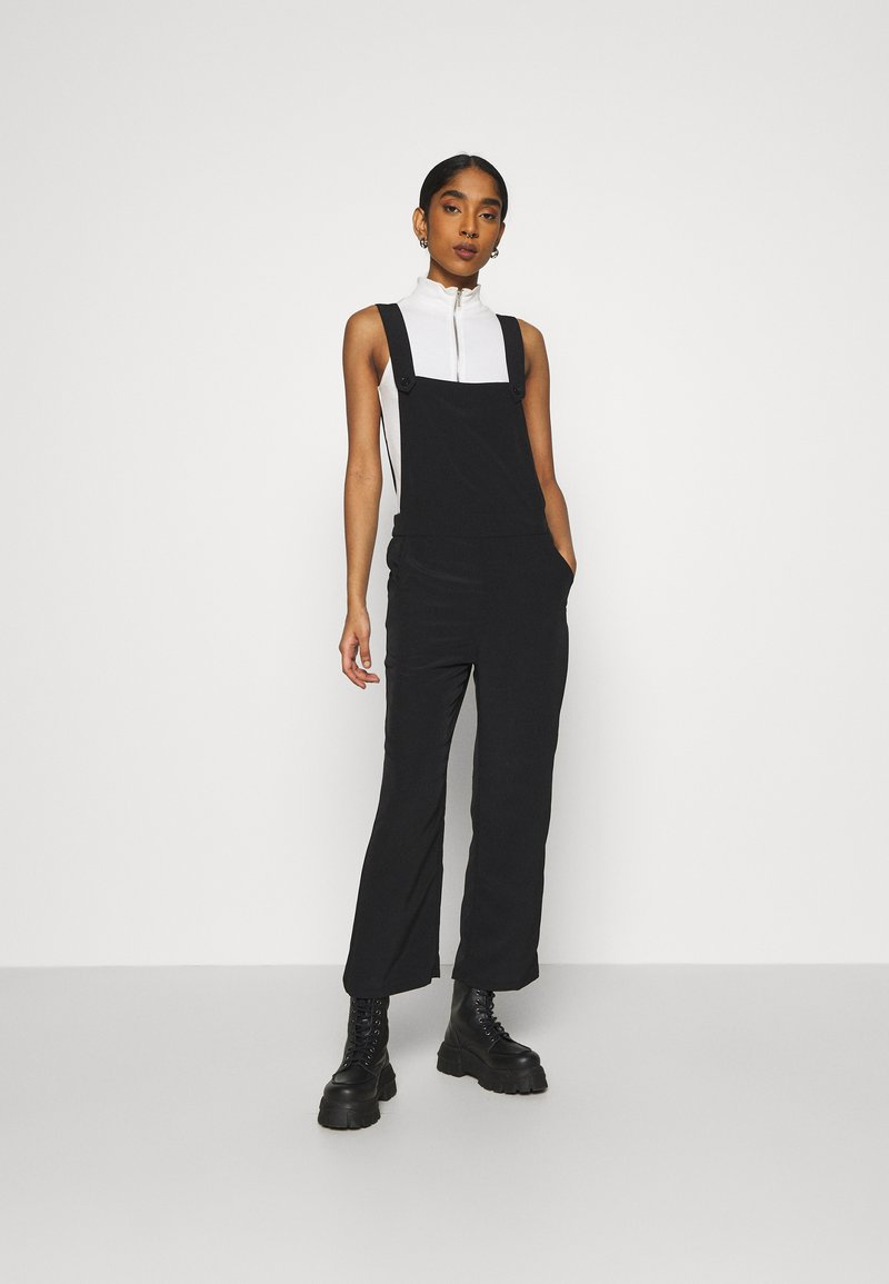 Monki - NESSA DUNGAREE - Salopette - black dark svart