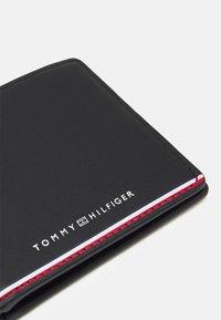 Tommy Hilfiger - COMMUTER MINI WALLET - Wallet - black - 3