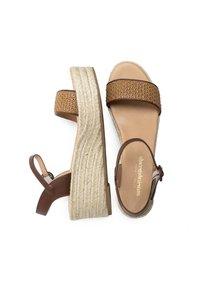 Maria Barcelo - Wedge sandals - Cuero - 2