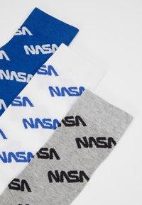 Mister Tee - NASA ALLOVER SOCKS 3 PACKS - Chaussettes - blue/grey/white - 2