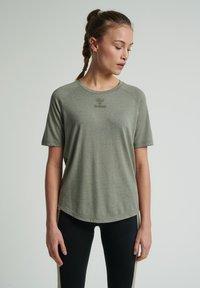 Hummel - HMLVANJA - Basic T-shirt - vetiver - 0