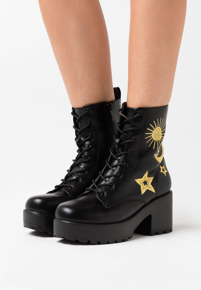 Koi Footwear - VEGAN - Stivaletti con plateau - black