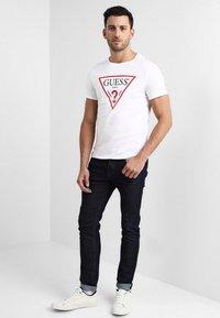 Guess - ORIGINAL LOGO - Print T-shirt - true white - 1