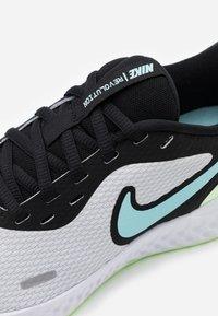 Nike Performance - REVOLUTION 5 - Zapatillas de running neutras - pure platinum/glacier ice/black - 5