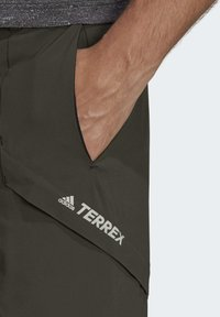 adidas Performance - TERREX HIKE TROUSERS - Friluftsbukser - green - 4